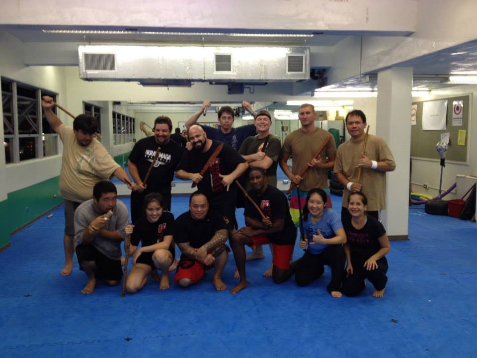hawaii-krav-maga_self-defense_gallery_sticks-and-knives_01