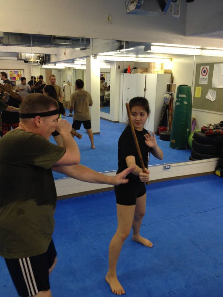 hawaii-krav-maga_self-defense_gallery_sticks-and-knives_03