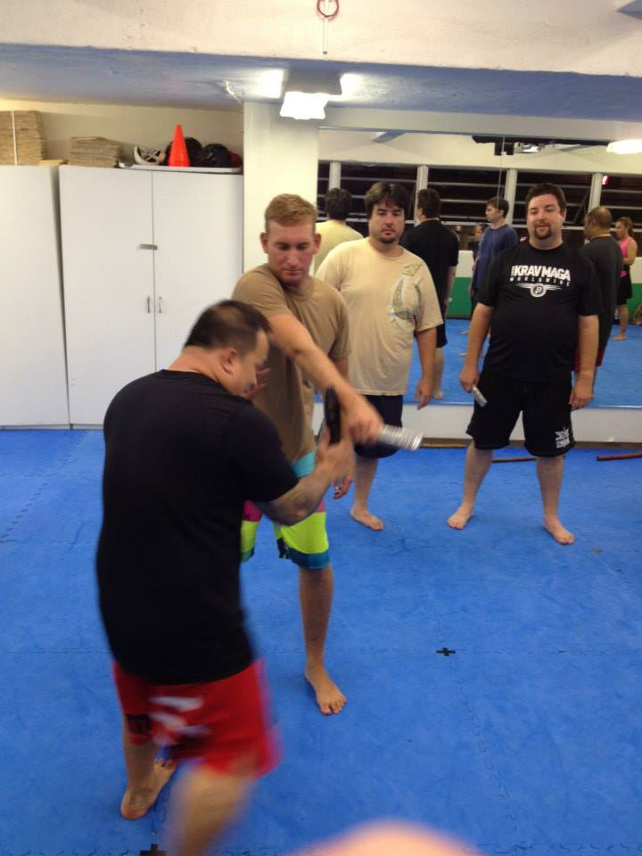 hawaii-krav-maga_self-defense_gallery_sticks-and-knives_04