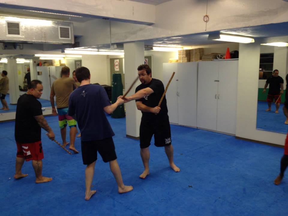 hawaii-krav-maga_self-defense_gallery_sticks-and-knives_10