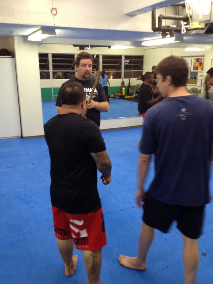 hawaii-krav-maga_self-defense_gallery_sticks-and-knives_13