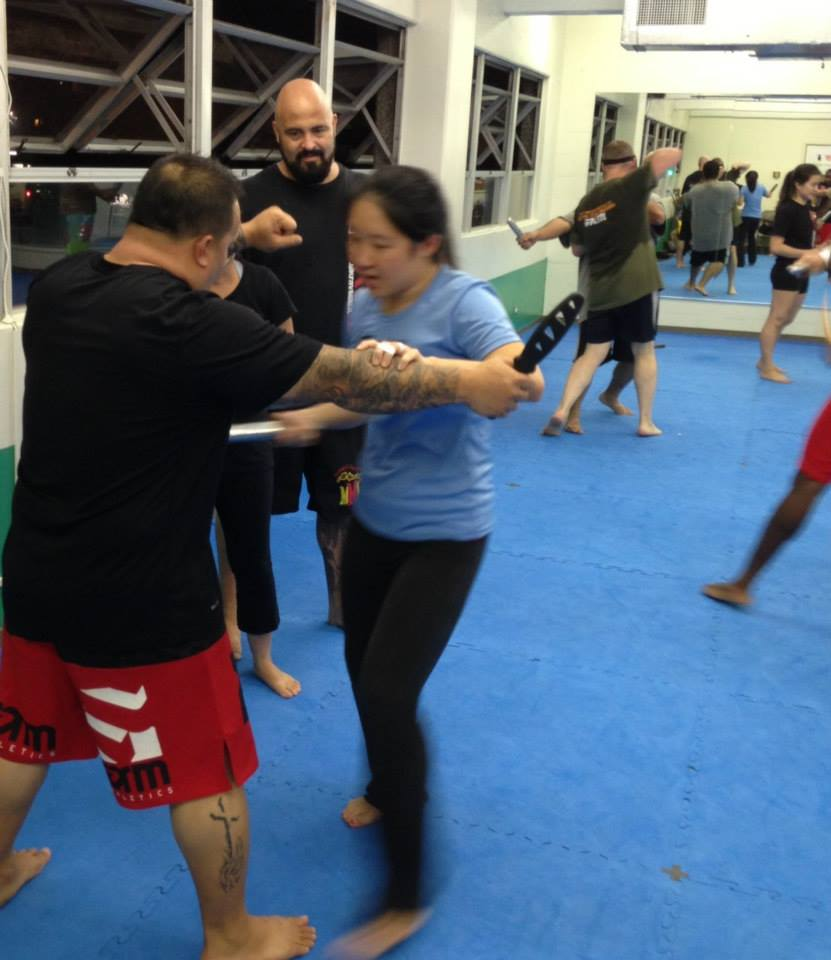hawaii-krav-maga_self-defense_gallery_sticks-and-knives_14