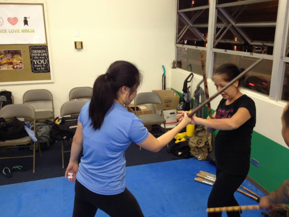 hawaii-krav-maga_self-defense_gallery_sticks-and-knives_15