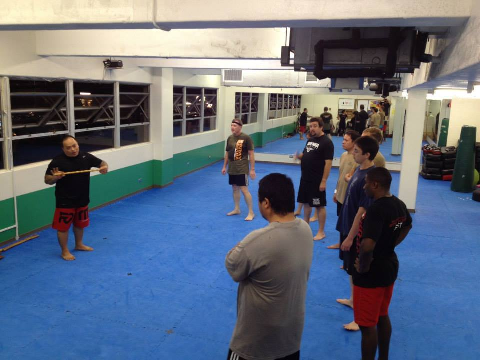 hawaii-krav-maga_self-defense_gallery_sticks-and-knives_19